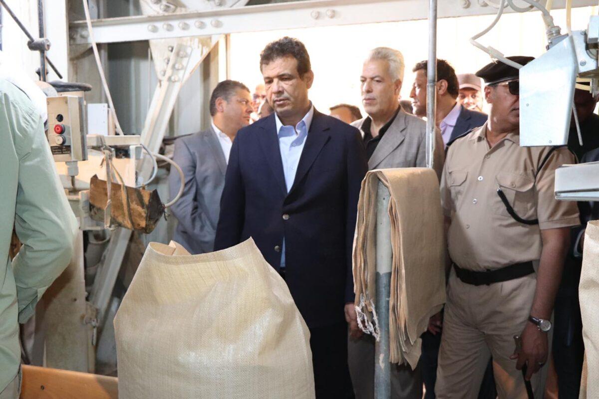 نائب رئيس الحكومة يُشرف على إعادة تشغيل مصنع أعلاف سبها