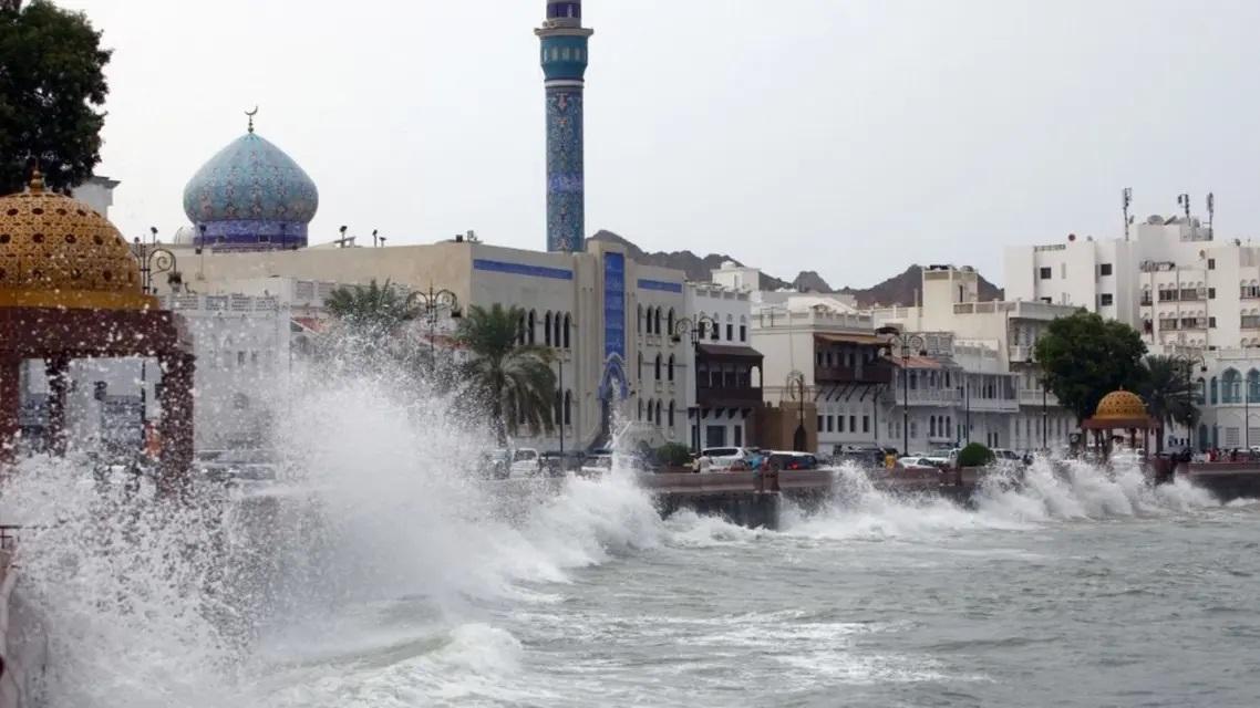 إعصار «شاهين» يضرب سلطنة عُمان