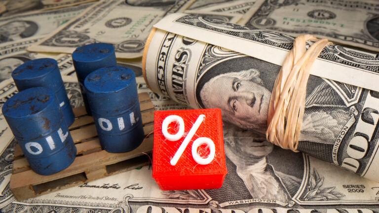 أسعار النفط تهبط بعد أسابيع من المكاسب