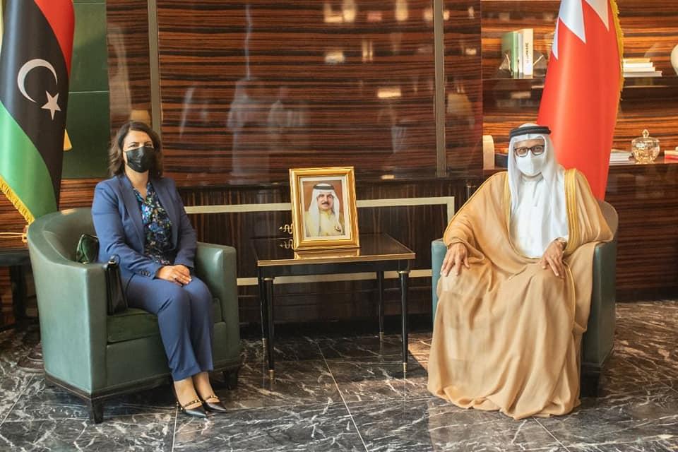 وزيرة الخارجية تصل البحرين قادمة من الكويت